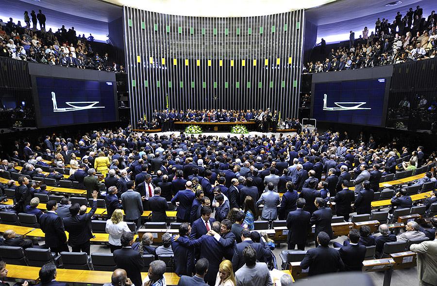 Câmara manobra e aprova Medida Provisória que restringe acesso aos direitos previdenciários